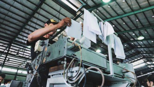 印刷している工場の様子